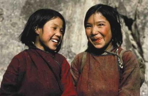 The Economics of Happiness - ffilm 68 munud